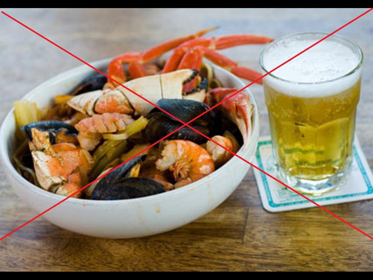 tại sao không nên uống bia khi ăn hải sản