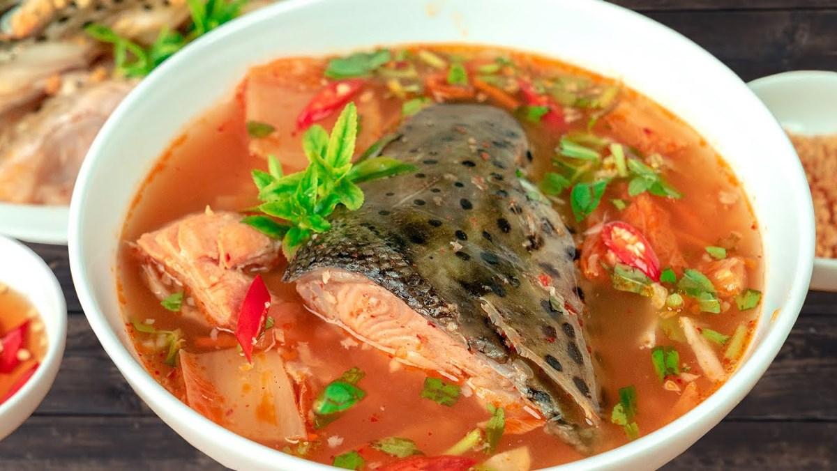 canh kim chi nấu cá hồi
