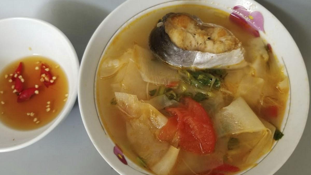 canh cá basa nấu măng chua